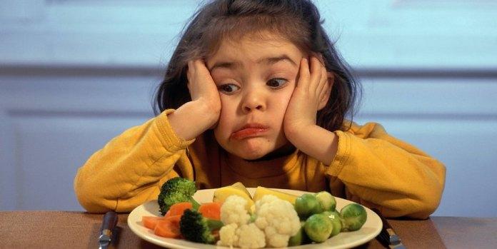 kind-essen-gemuese-ernaehrung-abo